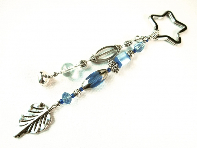 Blau weisser Schlüsselanhänger Sternenschweif mit Silberblatt, Glöckchen und Stern Schlüsselring - maxmuc Schlüsselanhänger