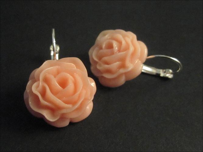 Rosa Ohrringe mit filigraner Rose - Trachtenschmuck Dirndlschmuck