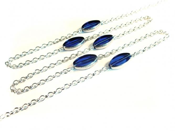 Silberfarbene Brillenkette mit blauen ovalen Glasperlen von maxmuc