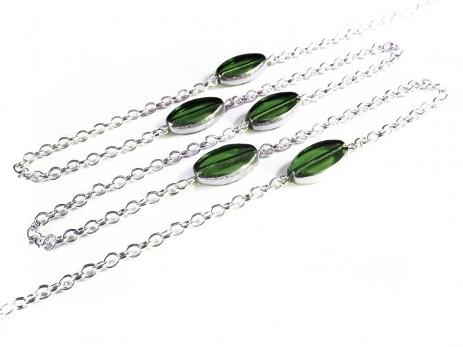 Silberfarbene Brillenkette mit grünen ovalen Glasperlen von maxmuc