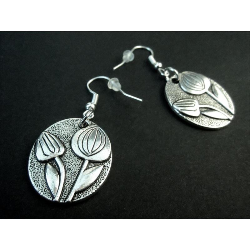 Silberfarbene Ohrhänger mit ovalen Tulpenanhängern