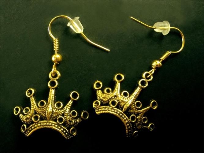 Goldfarbenene Prinzessin Ohrhänger mit Krone aus Messing