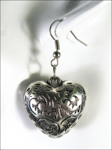Silberfarbene Trachtenherz Ohrhänger dickbauchige Ohrringe mit filigranem Blumenmuster - Trachtenschmuck Dirndlschmuck