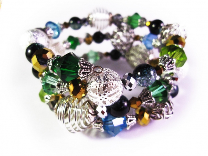 3-reihige blau-grün-türkise Armspirale mit Glasperlen und großen Metallperlen UNIKAT