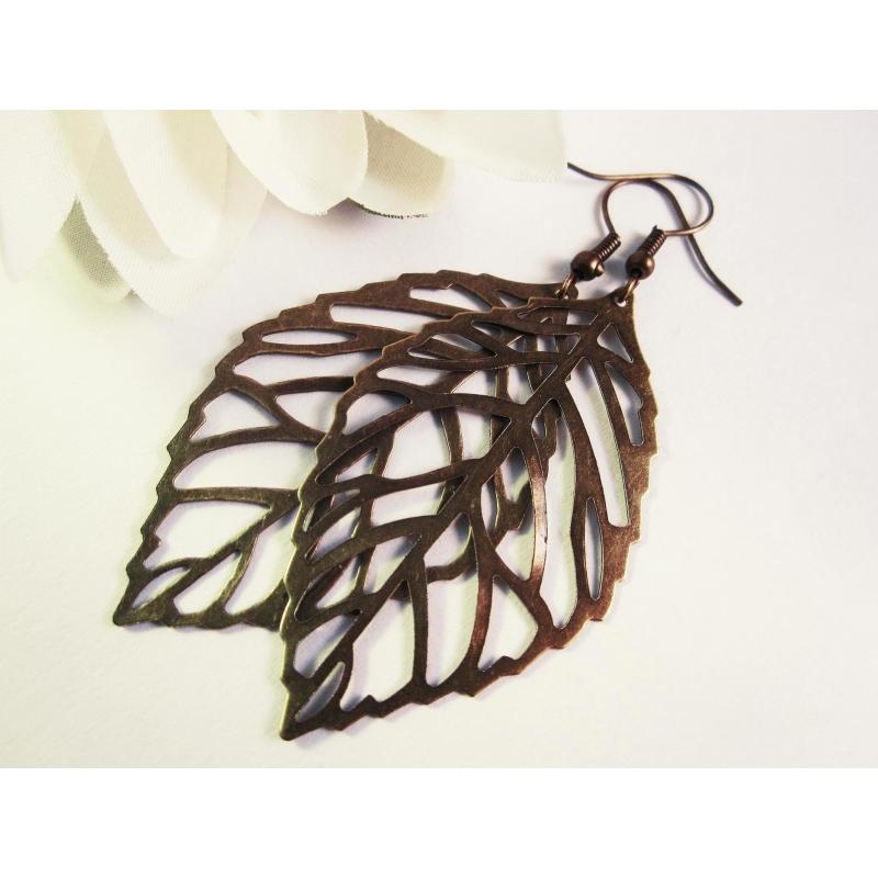 Kupferfarbene Ohrhänger mit großem filigranen Laubblatt