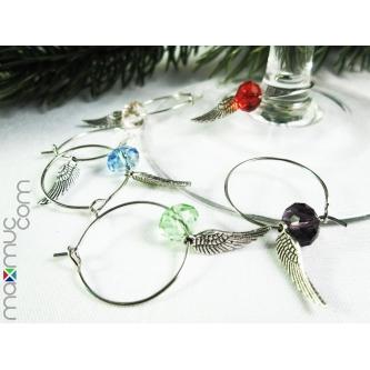 6 bunte weinglasringe mit engelsfl gel als weihnachtsdeko. Black Bedroom Furniture Sets. Home Design Ideas