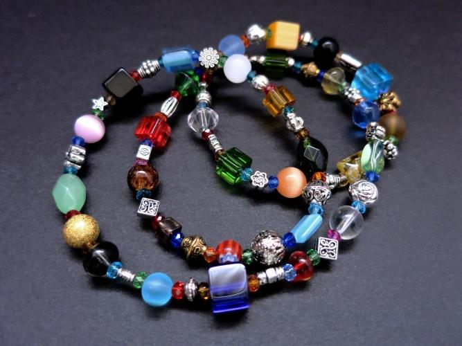 UNIKAT Halskette 58cm aus bunten Glasperlen und gold- und silberfarbenen Spacern - bunter Glasschmuck