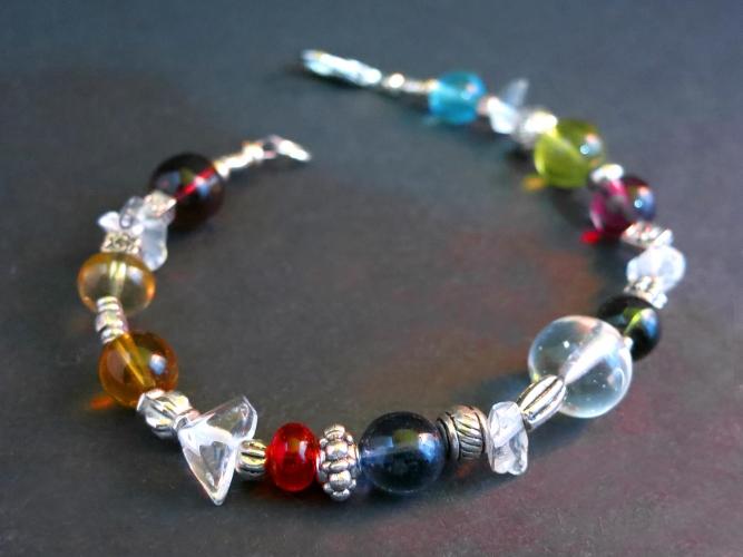 Armband mit bunten Kristallglasperlen Bergkristall und Tibetsilber - Bunter Glasschmuck