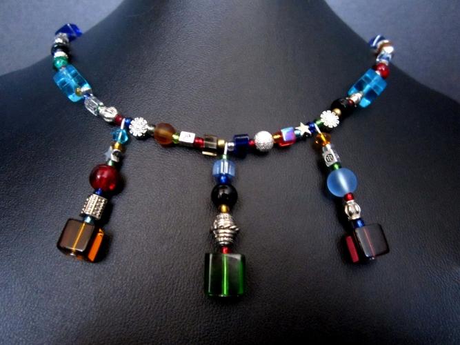 Buntes UNIKAT Collier aus Glas und silberfarbenen Elementen