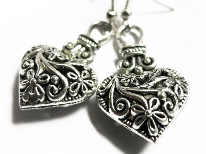Silberfarben Herz Ohrhänger Trachtenherz Ohrringe mit filigranem Blumenmuster - Trachtenschmuck Dirndlschmuck