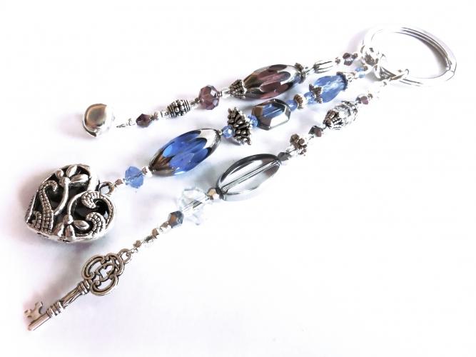 Schlüsselanhänger Sternenschweif in Amethyst, Blau und Silberfarben mit Glöckchen, Herz und Schlüssel - Filigraner Schlüsselanhä