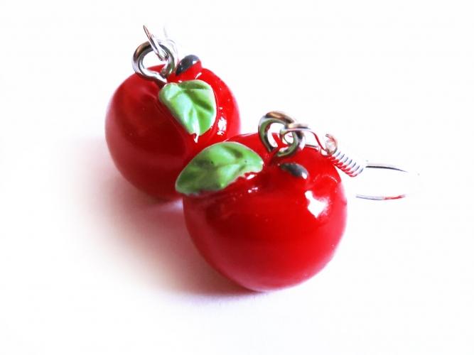 Rote Apfel Ohrringe mit kleinen grünen Blättchen - bunter Sommerschmuck