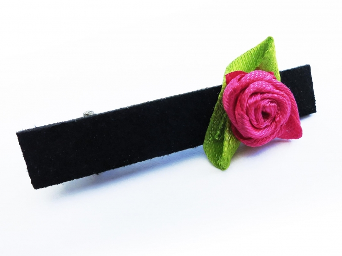 Kleine schwarze Haarklammer mit Rose u. grünen Blättern - Haarspange Haarschmuck