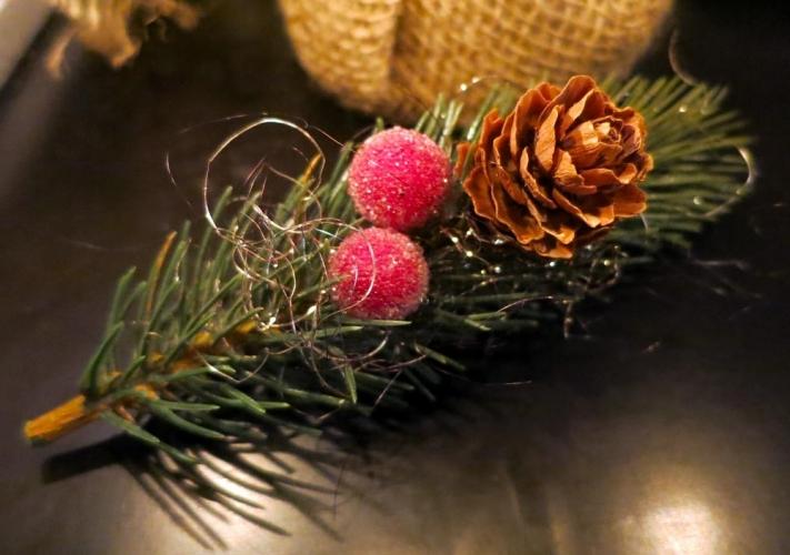 Grün rote Weihnachts Haarspange mit Tannenzweig - Weihnachten Haarschmuck