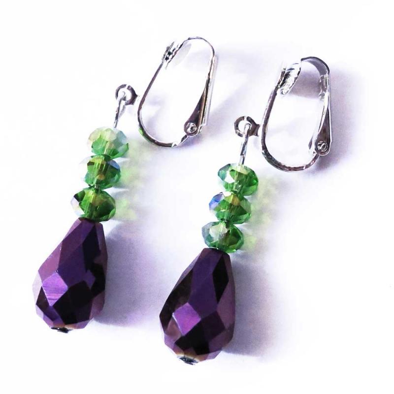 Grün violett Ohrhänger / Ohrclips aus geschliffenem Glas