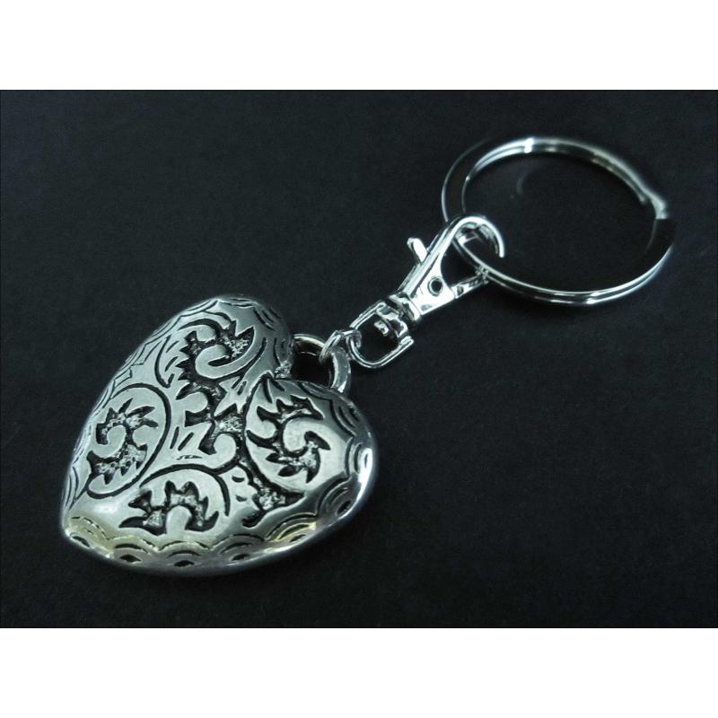 Silberfarbener Herz Schlüsselanhänger mit Karabinerhaken