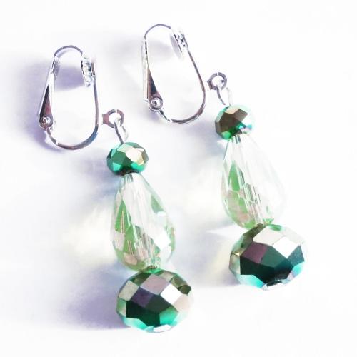 Grüne schillernde Ohrhänger / Ohrclips aus geschliffenem Glas
