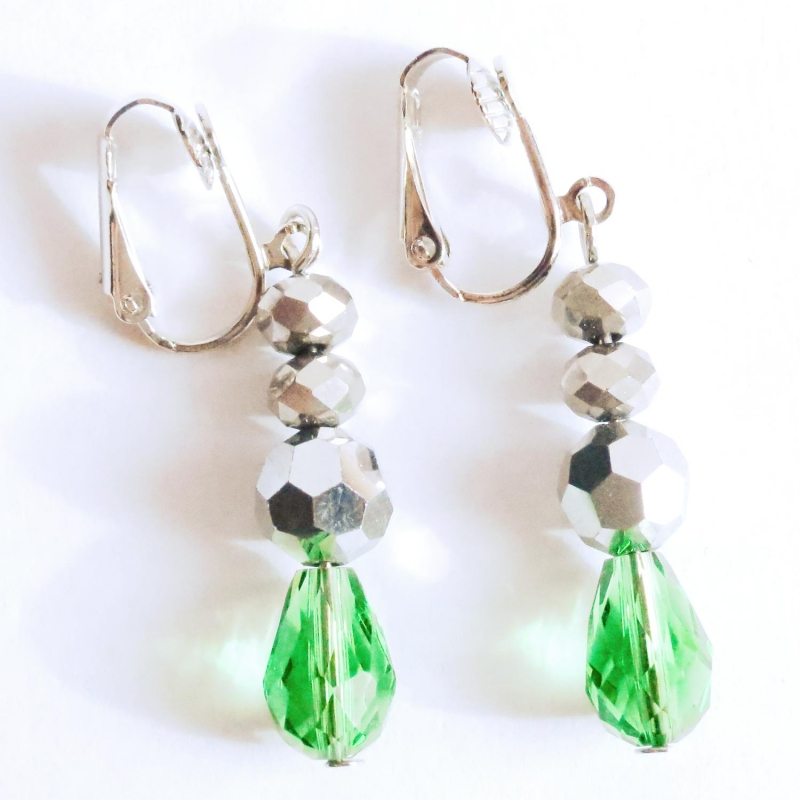 Grün silberfarbene Ohrhänger / Ohrclips aus geschliffenem Glas