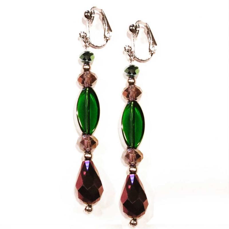 Amethystfarbene Ohrhänger / Ohrclips mit grüner Perle