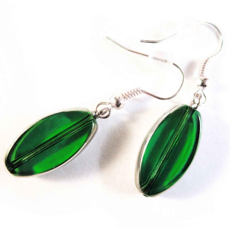 Kurze grüne Ohrhänger aus Kristallglas mit Silberrahmen - Glasschmuck