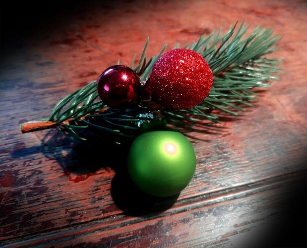 Weihnachts Haarspange mit Kugeln und Tannenzweig - Haarschmuck