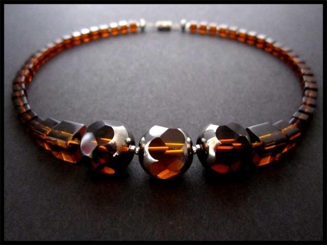 Kurze braun-silberne Kristallkette
