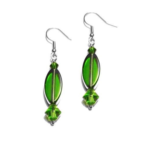 Grüne Ohrringe aus Glasperle mit silberfarbenem Rahmen und Biconen