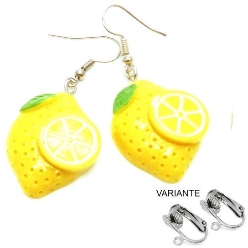 Flache gelbe Zitronen Ohrringe mit kleinen grünen Blättchen - bunter Sommerschmuck