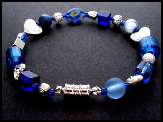 Armreif in Trachten Optik in blau mit Millefioriglas und Silber UNIKAT