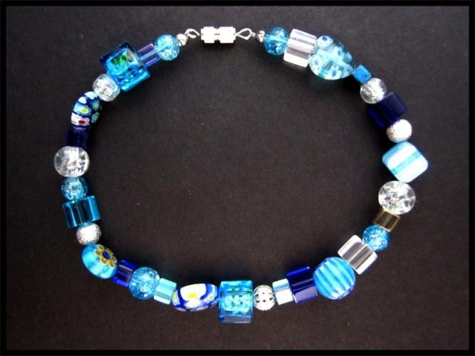 Blaues Fusskettchen mit Silberelementen UNIKAT