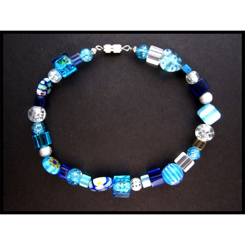 Blaues Fusskettchen mit Silberelementen
