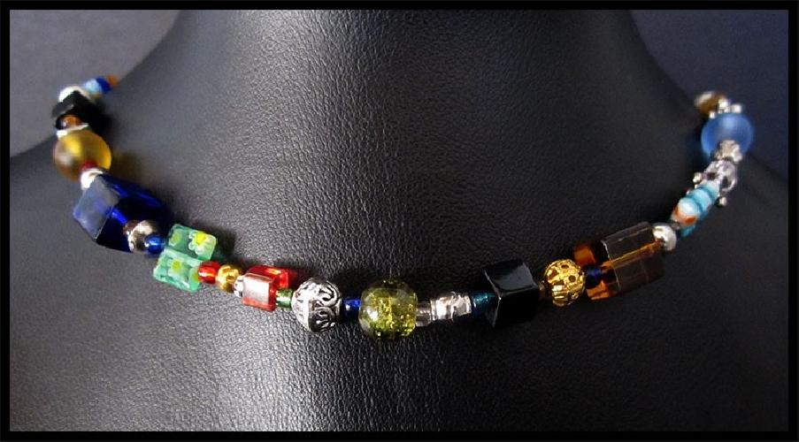 Halskette aus bunten Glasperlen und silbernen Spacern UNIKAT