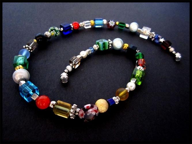 Halskette aus bunten Glasperlen und Metall Spacern UNIKAT