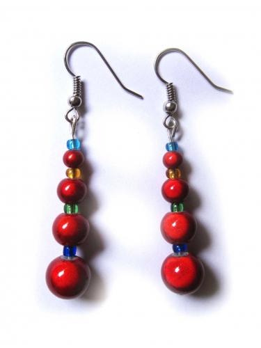 Ohrringe mit roten irisiernden Glasperlen