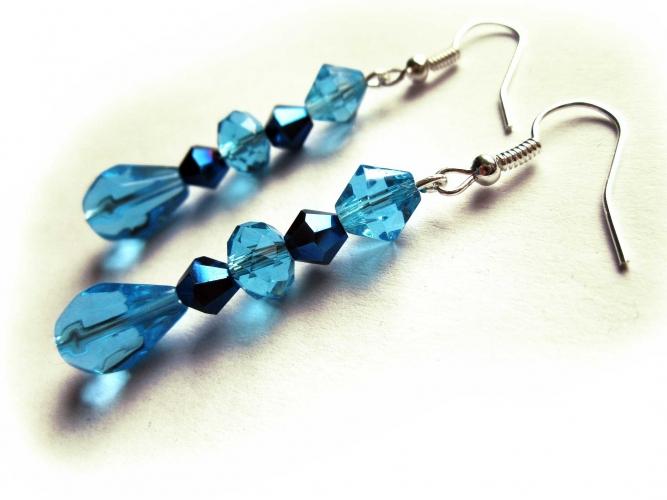 Ohrringe aus türkis und schwarzblauem Kristallglas UNIKAT