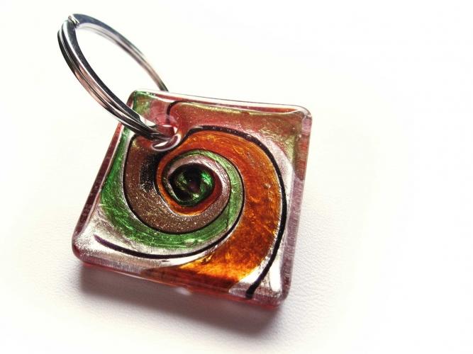 Glas Schlüsselanhänger 'Bunter Strudel Rot' mit goldfarben und silberfarben Muranostil 1