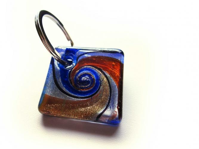 Glas Schlüsselanhänger 'Bunter Strudel Blau' mit goldfarben und silberfarben Muranostil 1