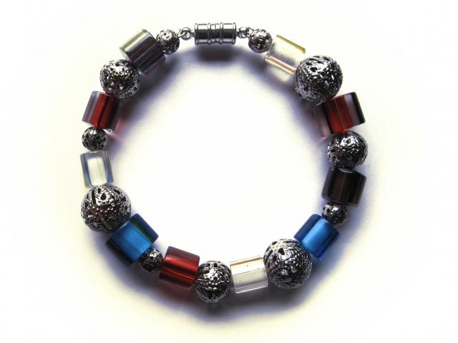 Rot blau braun weisser Armreif mit filigranen Metallkugeln UNIKAT