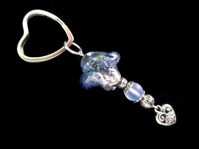 Blauer Glas Schlüsselanhänger mit Herzchen UNIKAT