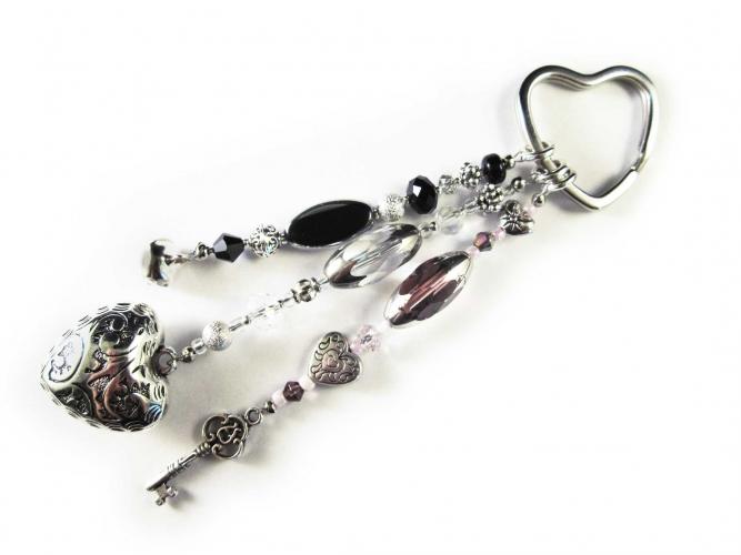Schlüsselanhänger Sternenschweif rosa, lila, weiss, und schwarz mit Herz und Glöckchen