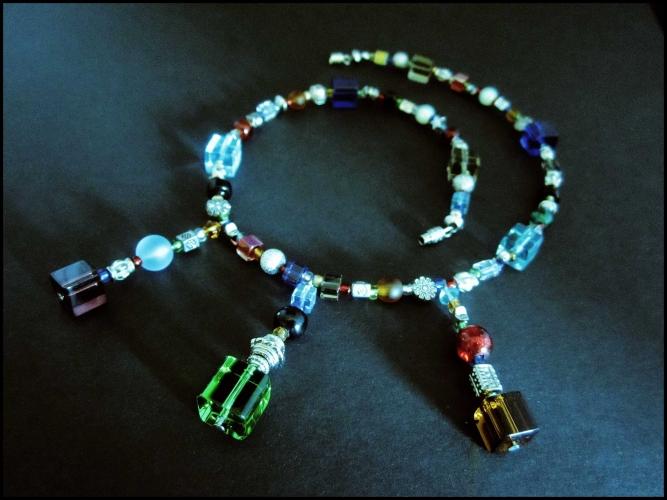 Buntes Glas Collier aus Kristallglas und silberfarbenen Elementen UNIKAT