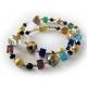 Bunte Halskette mit Glas und goldfarbenen Metallkugeln