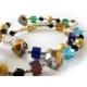 Halskette aus buntem Kristallglas und goldenen Metallkugeln