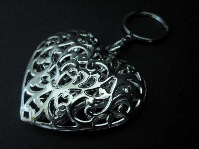 Herz Schlüsselanhänger großes Herz 3D Rankmotiv silberfarben