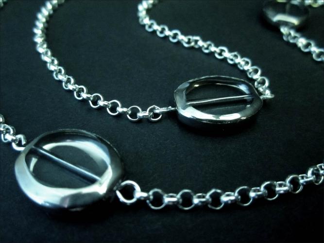 Silberfarbene Brillenkette mit Kristallglas und Gliederkette