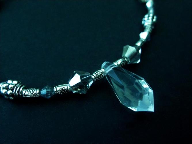 Transparent-silber Fußkettchen mit Kristalltropfen und Tibetsilberelementen