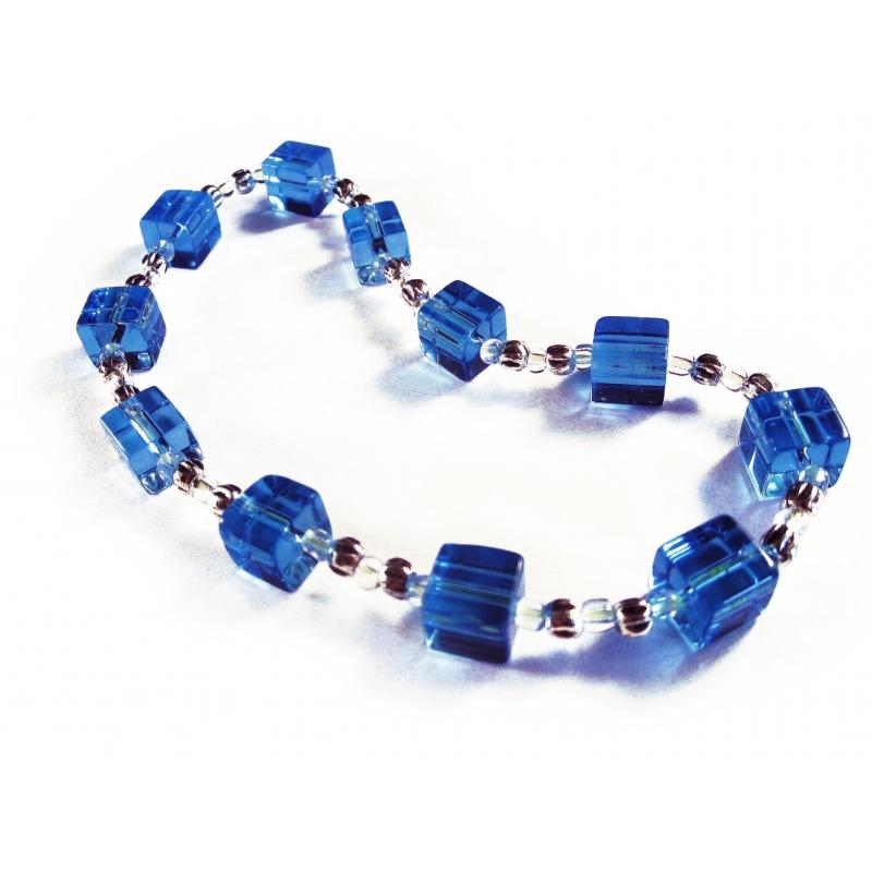 Blaues Fußkettchen mit Glaswürfeln und Silberelementen