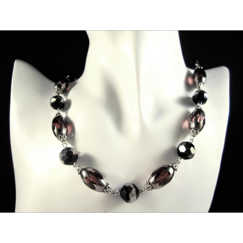 Collier aus schwarz silber lila / amethystfarbenem Kristallglas als Gliederkette