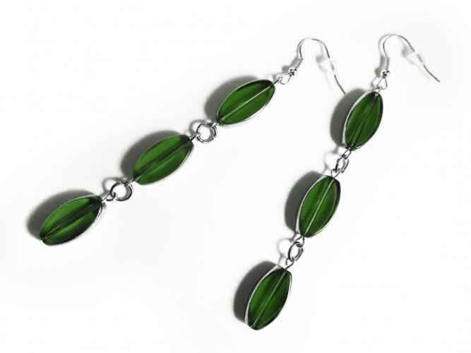 Lange Ohrhänger aus grünem und silberfarbem Glas - Glasschmuck
